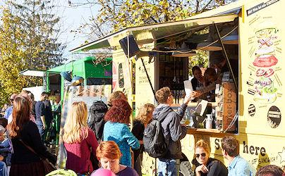 7 Food Truck mit Leuten für Startseite Photo by www.kingofsandwich.de